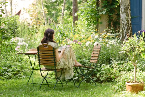 Outdoors, Garden, Reading